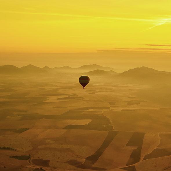 Vol en montgolfière au dessus du désert